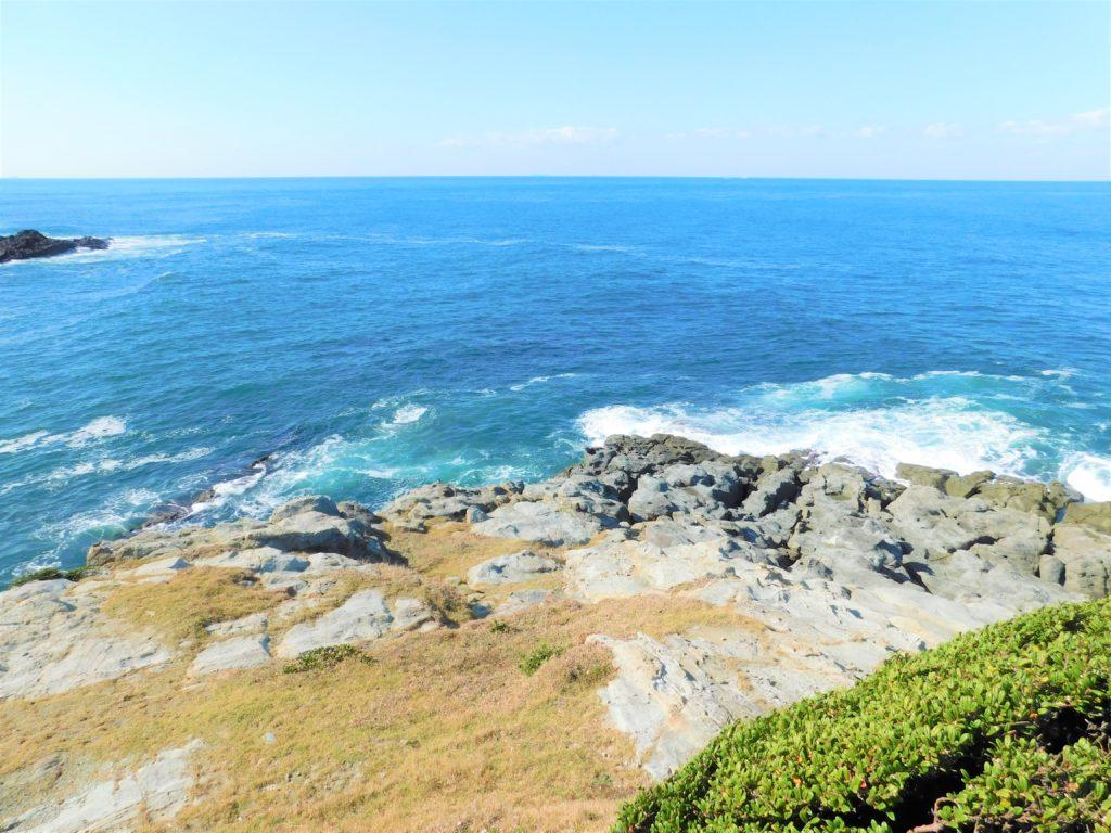 宗像市大島で一番沖ノ島に近いのは馬蹄岩がある陸軍省の石碑