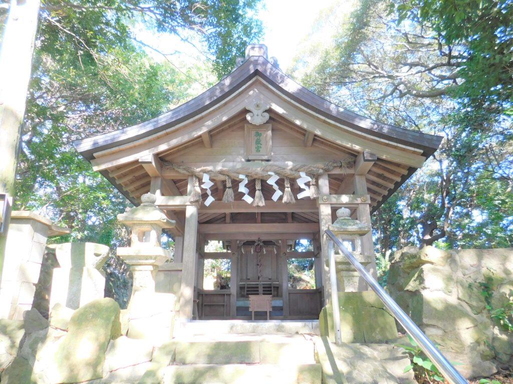 湍津姫神の「荒魂」が祀られている御嶽神社
